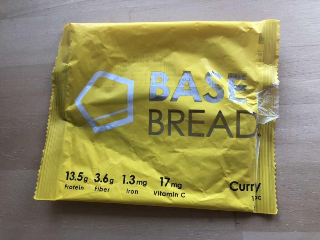 ベースブレッドのカレー味の袋